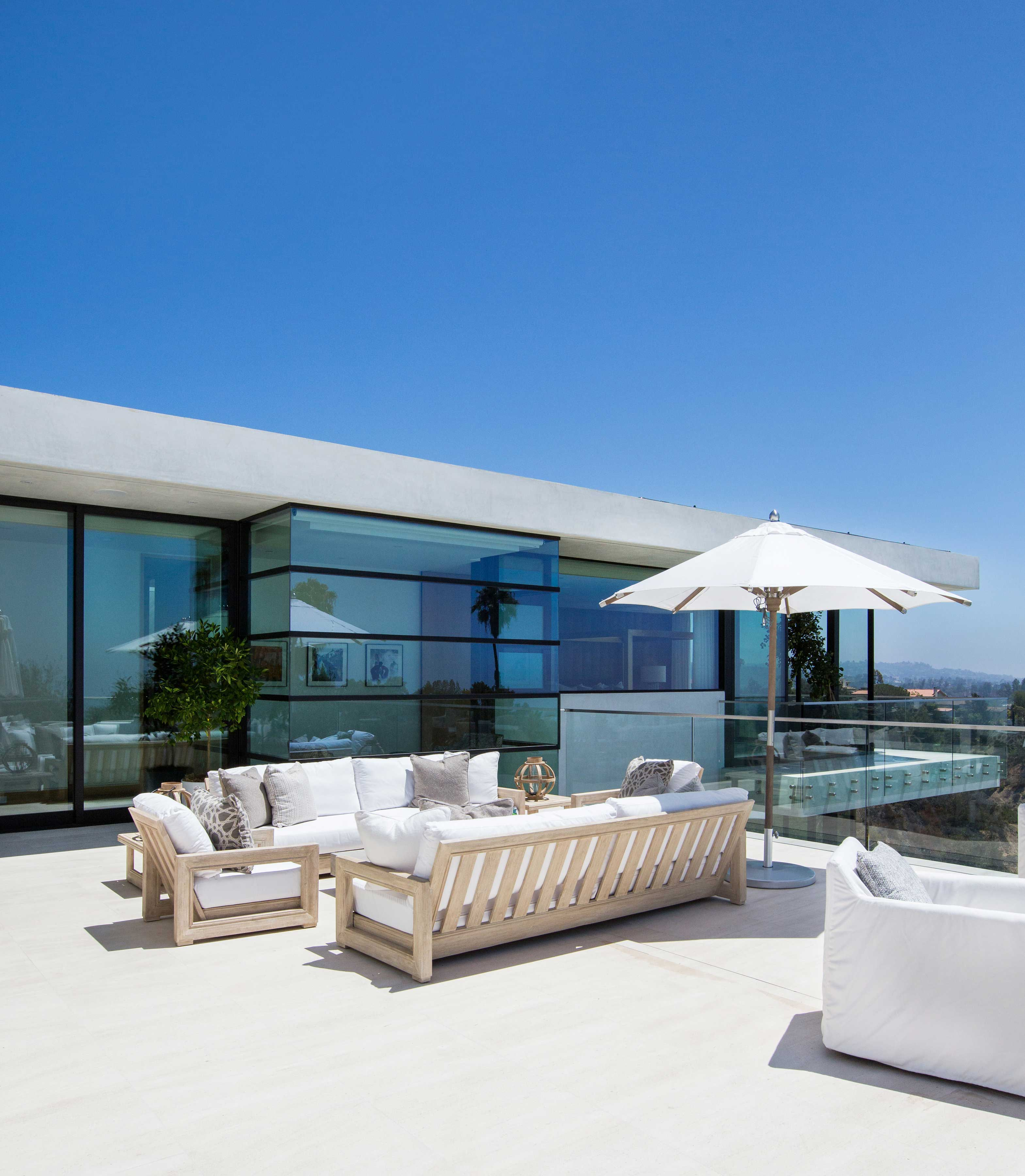 blackband_design_bel_air_rooftop_courtyard