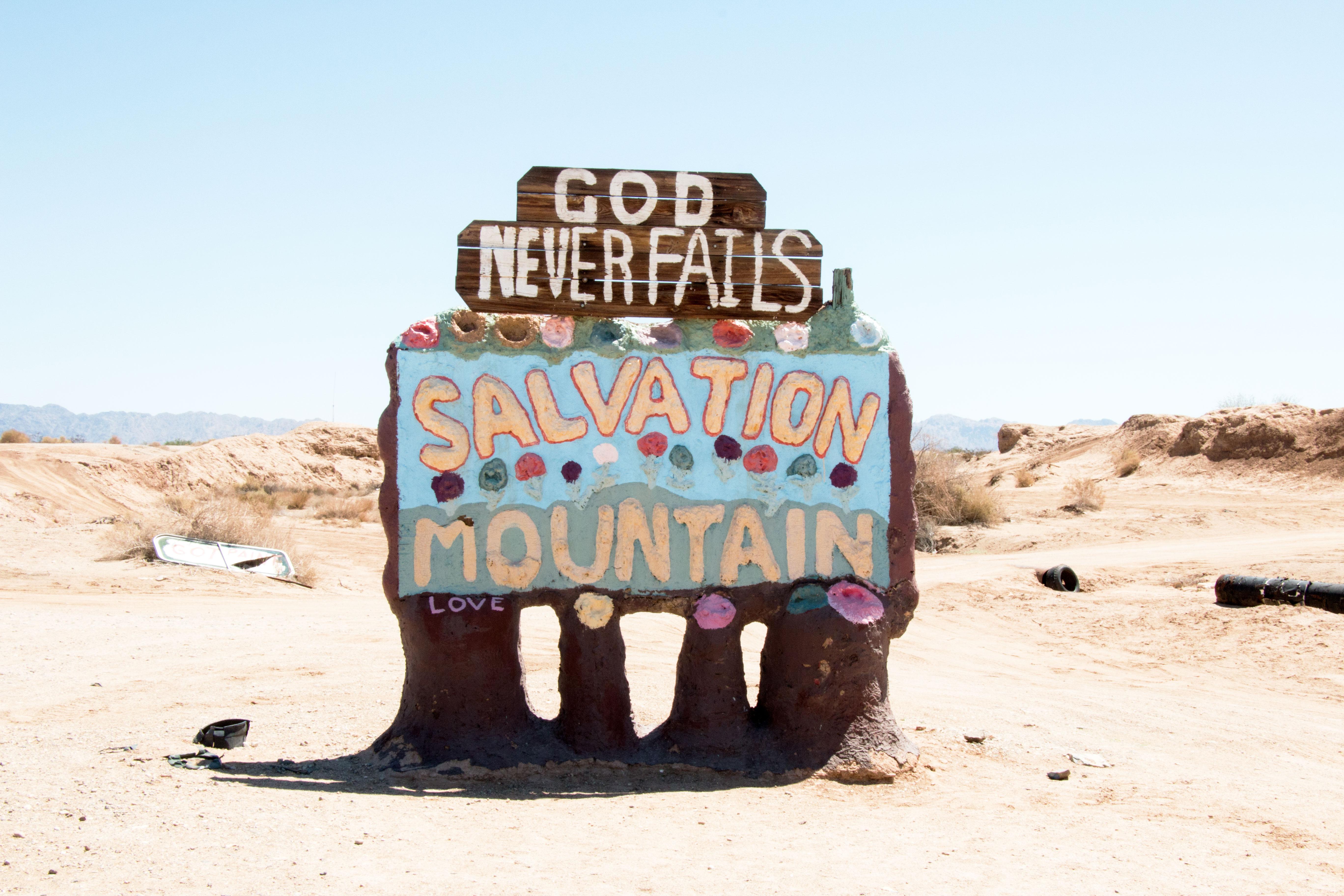 weekend-roadtrip-salvation-mountain-1